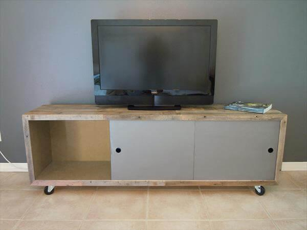 reclaimed pallet media console table