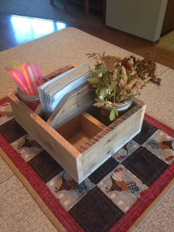 Diy Sleek Pallet Table Caddy With Handles 101 Pallets