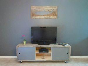 DIY Pallet Media Console Table / TV Stand