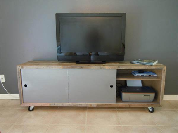 repurposed pallet media console table and TV stand