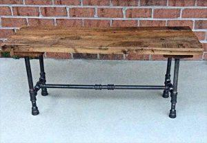 DIY Reclaimed Pallet and Iron Pipe Bench