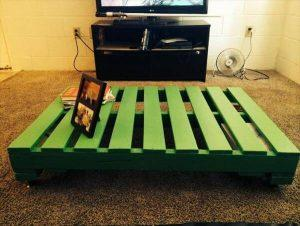 DIY Green Colored Pallet Coffee Table with Wheels