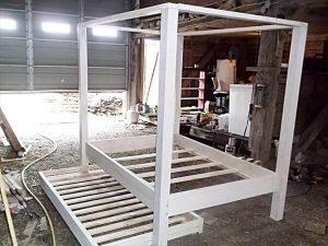 DIY Twin Pallet Wood Canopy Bed