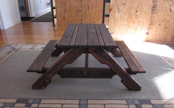 reclaimed pallet picnic table