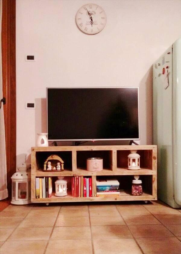 upcycled pallet TV stand and media console table