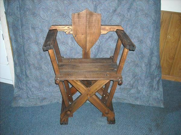 recycled pallet reenactment chair