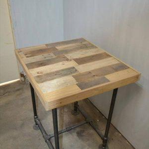 recycled pallet side table with metal pipe base