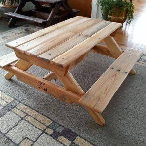 repurposed pallet picnic table