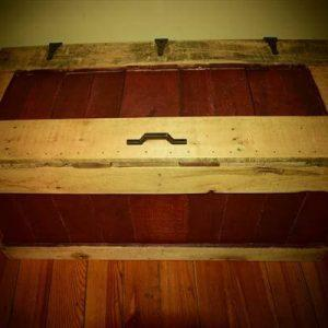 rustic yet sturdy pallet chest