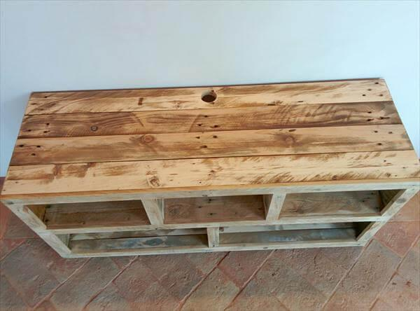rustic yet modern pallet TV stand and media console table