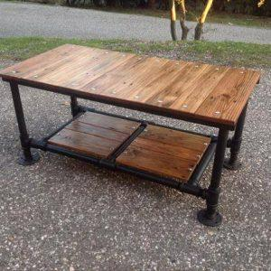recycled pallet coffee table with threaded metal pipe base