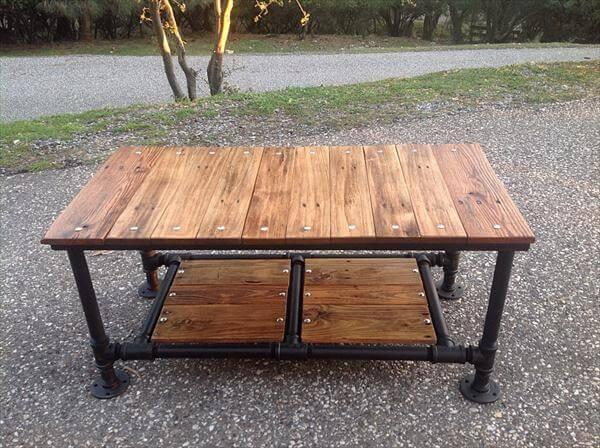 upcycled pallet coffee table with threaded pipe base
