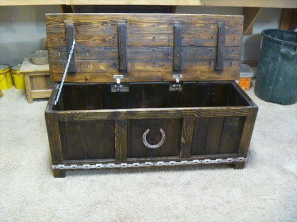 diy pallet storage chest and mudroom bench