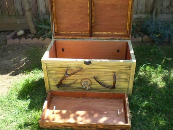 reclaimed pallet antique chest