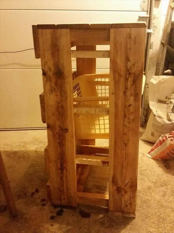 Diy Recycled Pallet Laundry Basket Holder 101 Pallets