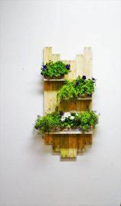 DIY Reclaimed Pallet Hanging Planter