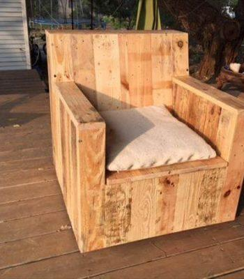 reclaimed pallet outdoor chair