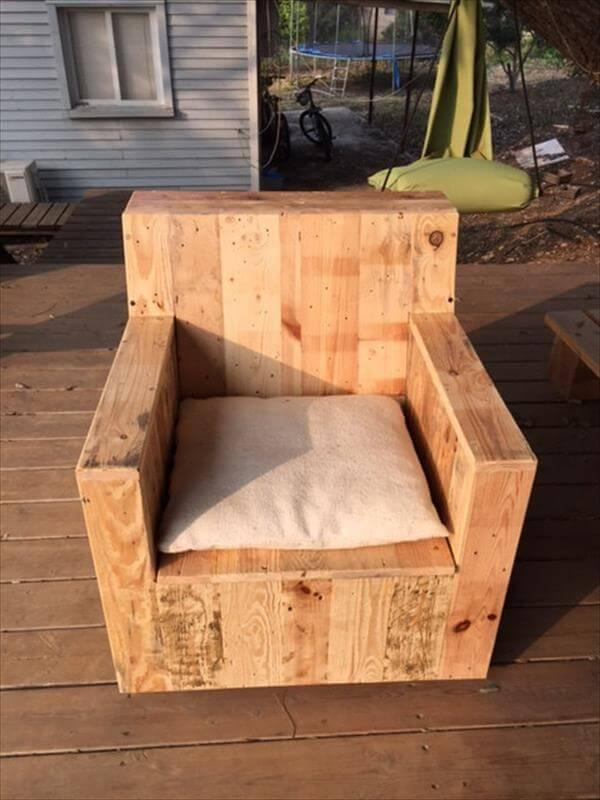 Diy Beefy Pallet Wood Armchair 101 Pallets