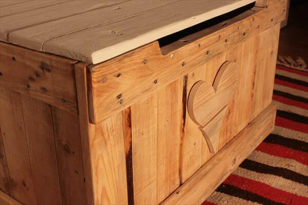 repurposed pallet toy chest