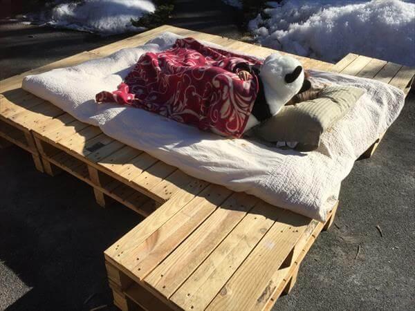 rustic yet sturdy pallet platform bed