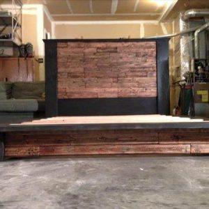 rustic yet modern pallet platform bed with headobard