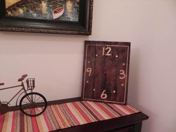 accent pallet table clock