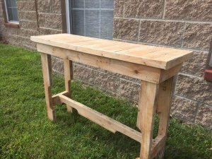 DIY Reclaimed Pallet Sofa Table