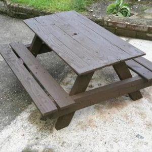 picnic table made of pallets