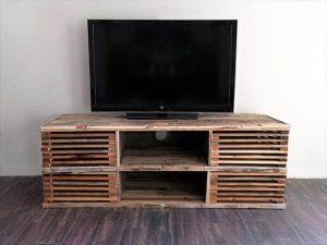 DIY Pallet Slatted Media Console Table