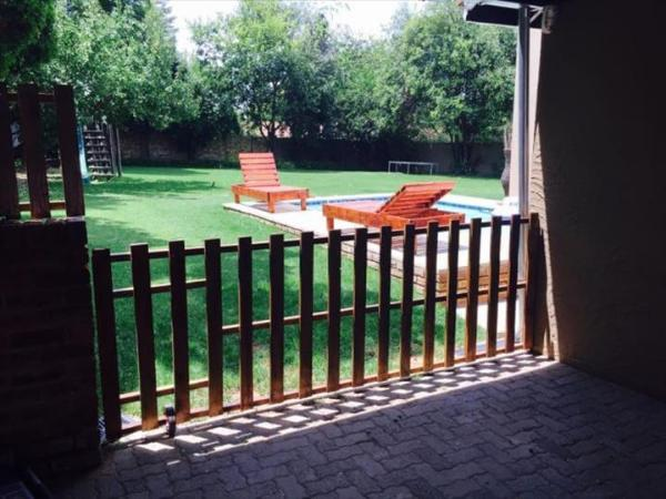 repurposed pallet large gate