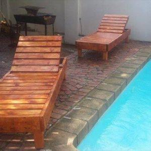 repurposed pallet pool chairs