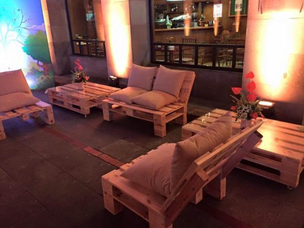 padded pallet seating set