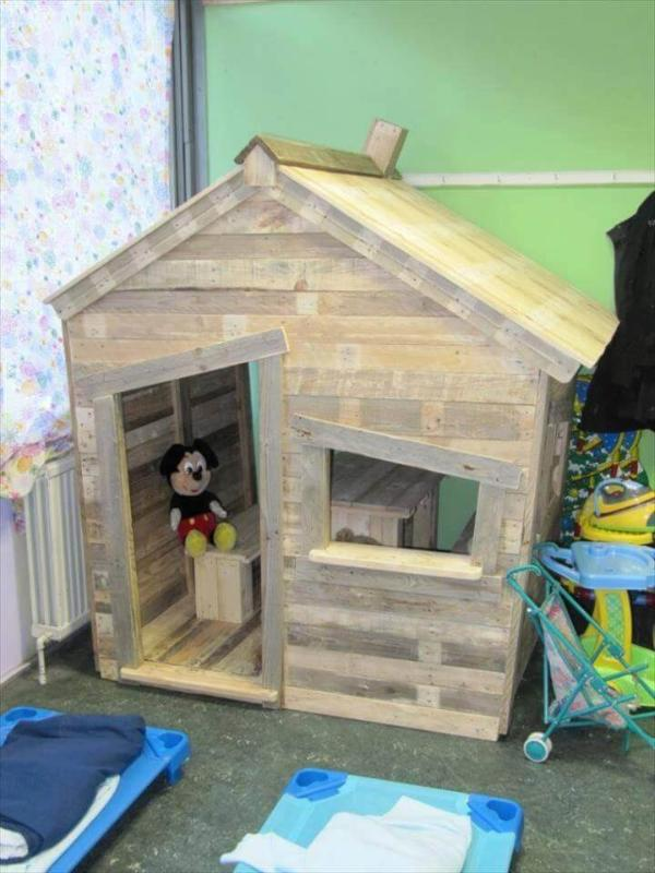 gorgeous pallet kid's playhouse