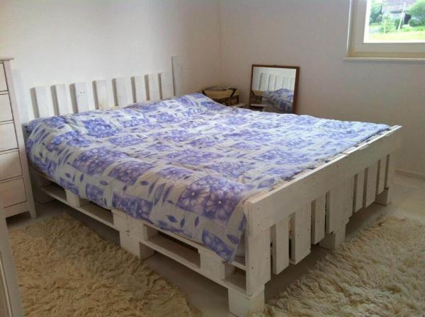 Pallet white stained bed