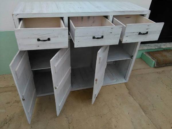 pallet storage cabinet unit