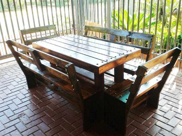 Pallet Patio Dining Set 101 Pallets