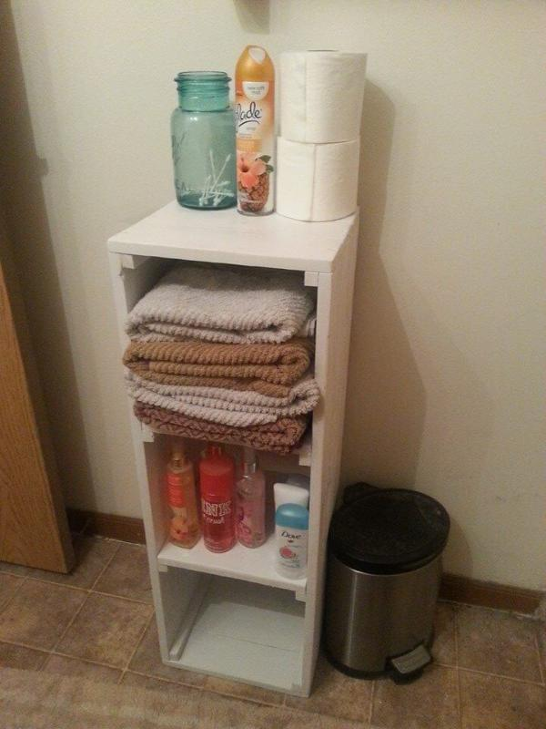 Reccled pallet shelf for bathroom vanity