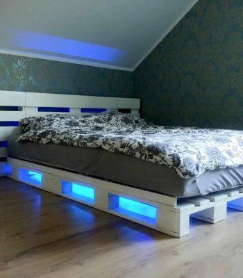 Accent pallet bed with lights