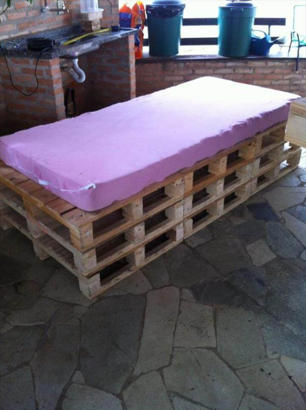 wooden pallet day bed