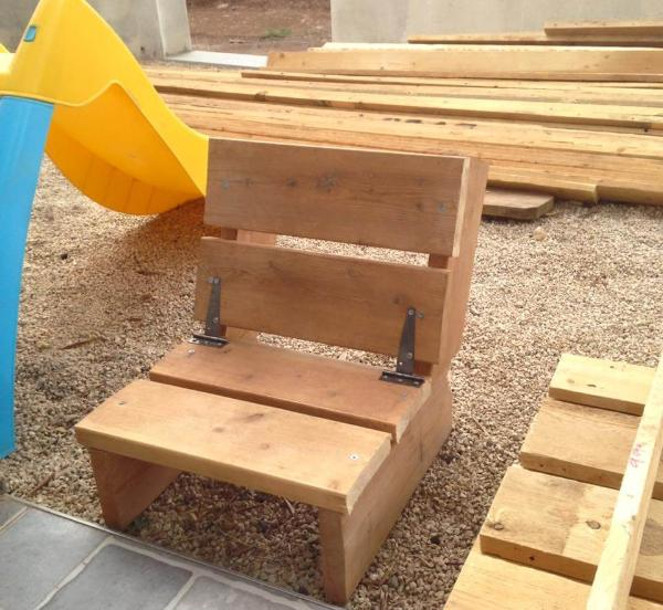 kids chair made of pallets
