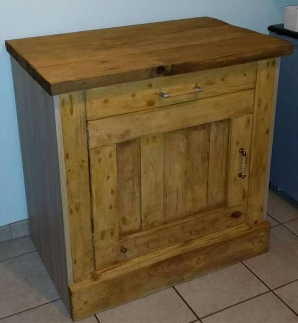 gorgeous pallet night stand