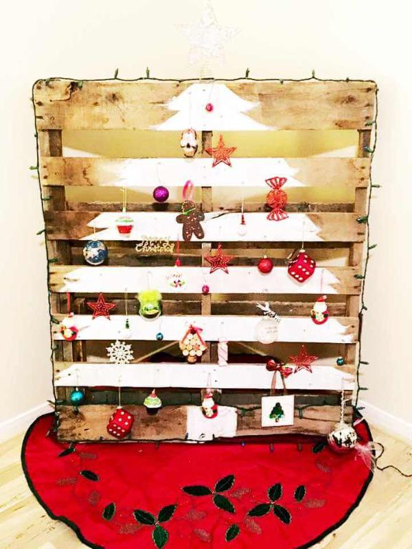 chic white painted pallet tree sign