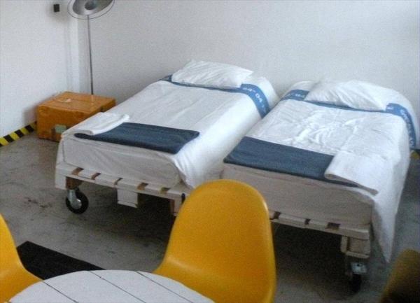 Repurposed Pallet Pair Of Single Bed