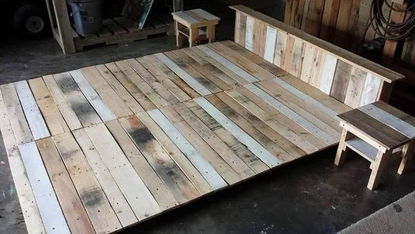 Gorgeous pallet platform bed