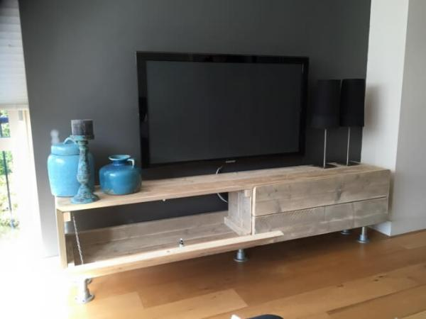 wooden pallet media stand