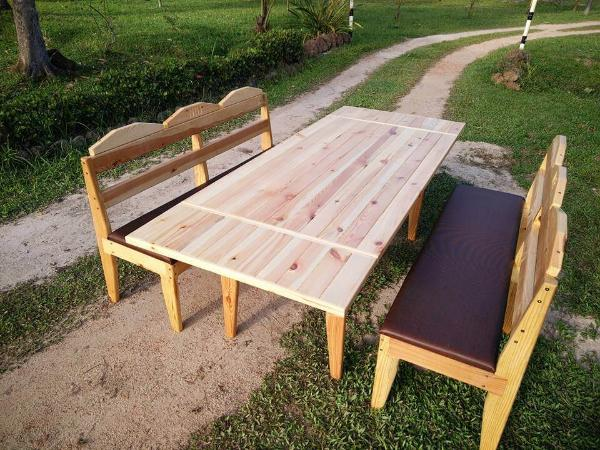 Recycled pallet outdoor dining set