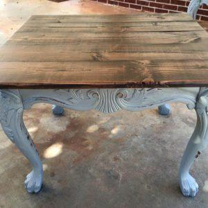 Pallet end table with pallet top