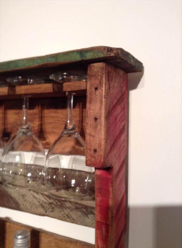 Pallet beverage and glass rack