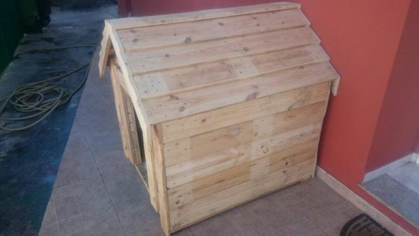 recycled pallet dog kennel