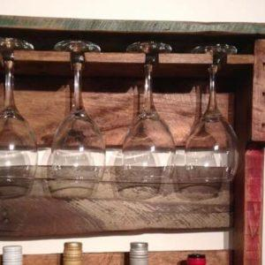 diy Pallet beverage and glass rack